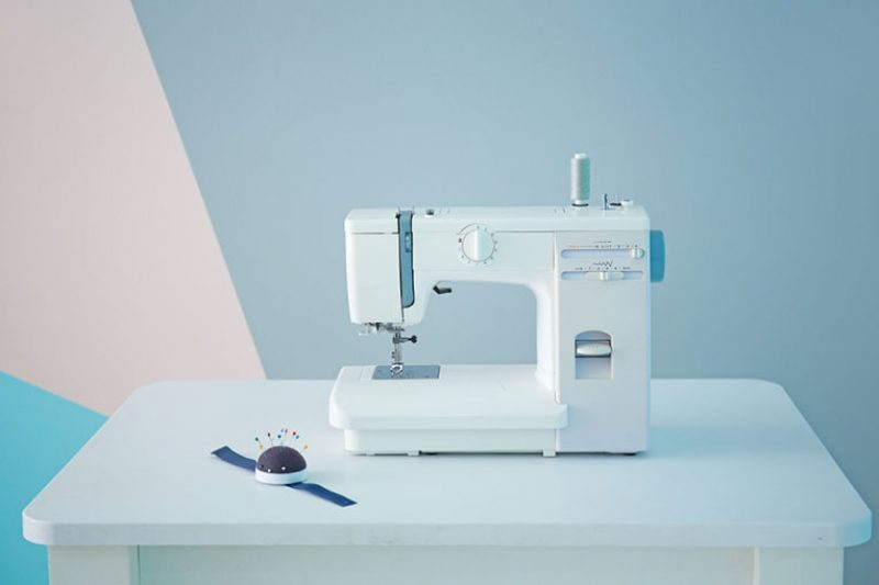 Best Sewing Machines For Beginners – 2018 Top Picks & Reviews